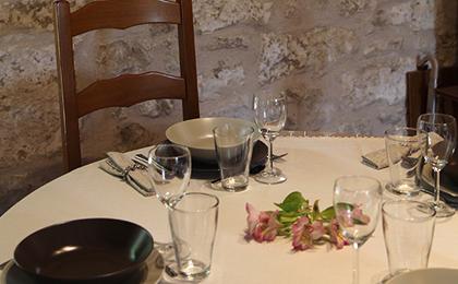 le miroir des toiles table d 39 h tes cuisine du p rigord. Black Bedroom Furniture Sets. Home Design Ideas